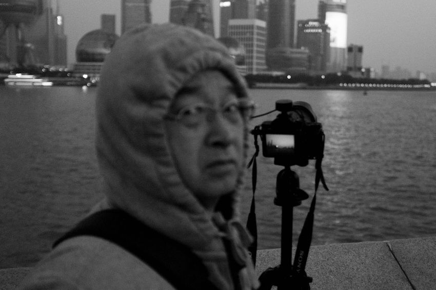 Shanghai Street Photography Photography Themes Photographing Camera - Photographic Equipment Holding Lifestyles Leisure Activity Real People Close-up One Person Digital Single-lens Reflex Camera Selfie Digital Camera Taking  Photographer Indoors  SLR Camera Day
