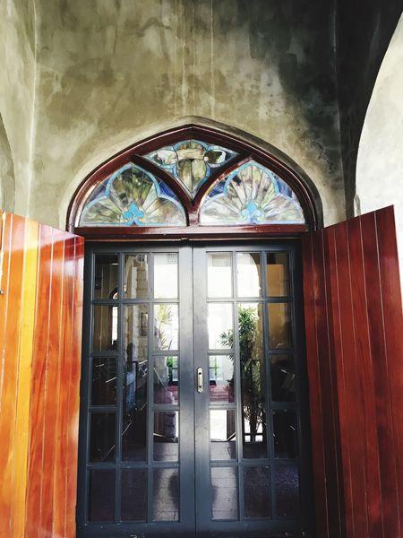 At the doorstep. Color Portrait Arquitecture EyemPuertoRico Eyem Gallery