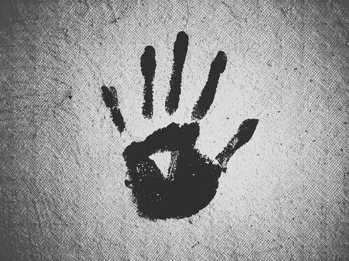 Hand on wall - MAinLoveWithFreedom and Painting on Wall Wall Painting Wall Art Monochrome Black And White Black & White Bnw Bnw_collection Bnw_captures Bw Bw Streetphotography Street Shots Street Photography Street Street Art Stop End Definitely Stop Here Not Free Capturing Freedom How I See The World