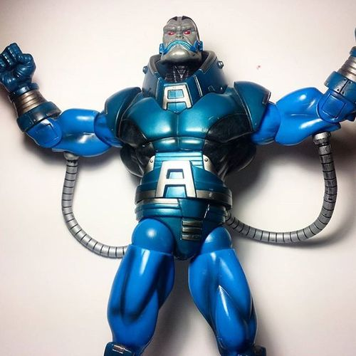 Thanks so much to @vundi for helping me finally finish my Apocalypse build-a-figure! Marvel Marvellegends Marvelcomics Toys Toyphotography Toypizza Toysarehellasick Toycollector Toycommunity Toycollection Marveluniverse Apocalypse Ageofapocalypse Ensabahnur