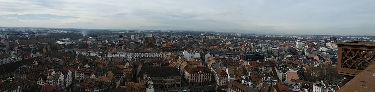 Vue de la cathédrale de Strasbourg Architecture City Skyscraper Strasbourg Roof Alsace Samsung Samsung Galaxy J5 The Architect - 2017 EyeEm Awards