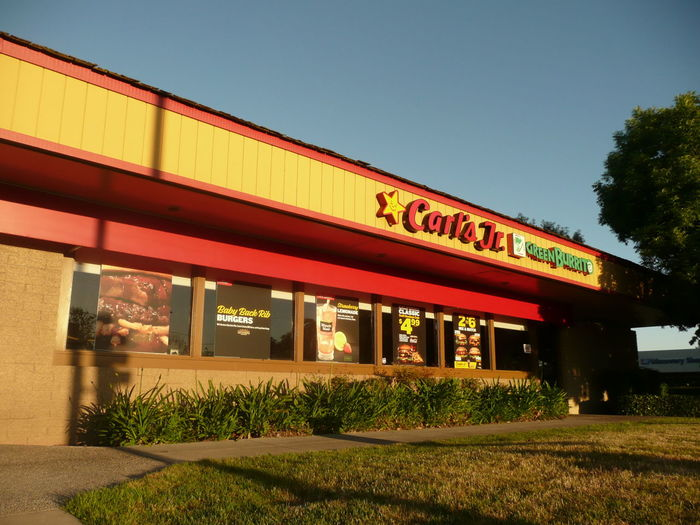 Carls jron Branham landein San Jose beforeit opens Architecture Building Exterior Built Structure Classic Clear Sky Colorful Converging Lines Day Fast Food Restaurant Grass Lawn Low Angle View Morning Light Mundane Nature Neighborhood Map No People One Story Outdoors San Jose California Sky Suburban The Architect - 2017 EyeEm Awards The Street Photographer - 2017 EyeEm Awards Tree