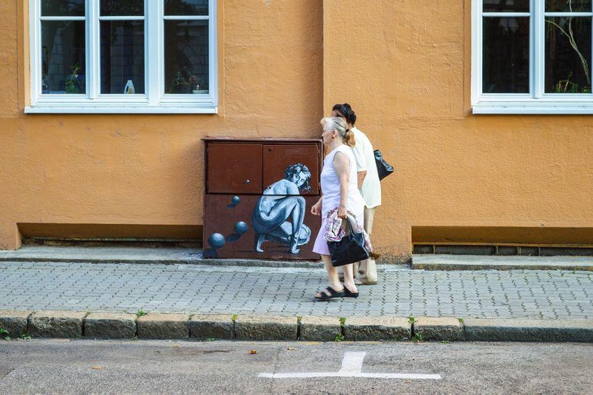 Street Streetphotography Street Scene Graffiti Streetart People Walking  City City Street Urban Urbanphotography Urban Scene City Full Length Togetherness Women Walking Pedestrian