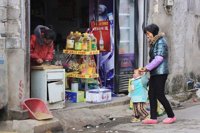 Smile ✌ Smile Smile :) Old Street Little Boy Lichuan Fuzhou Jiangxi Fuzhou Jiangxi China China Photos Street Photography Commissary Shop Kitchen Knife Cut Vegetables