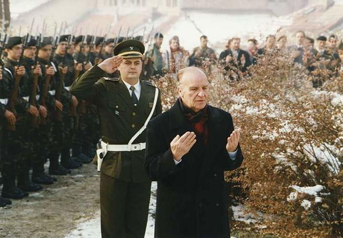 Bilge Kral Aliya izzetbegoviç..Rahmet ve minnetle anıyoruz.. Bosnahersek