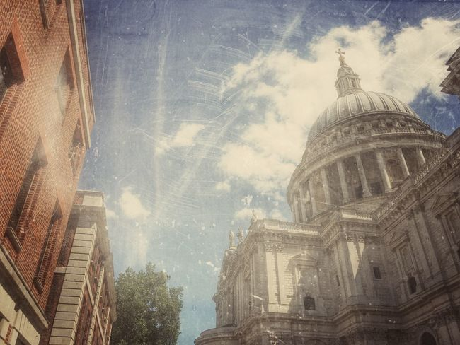 The sky above Stpauls . Cathedral Sky Skyline Architecture Architecture_collection Architectural Detail Architecturelovers Style Artistic Artistic Photo Filter Edited