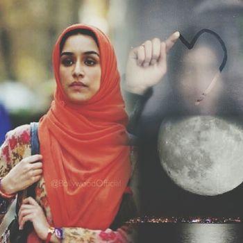 ايتها القمر ، أانتي ام هي سبب انارتنا ؟