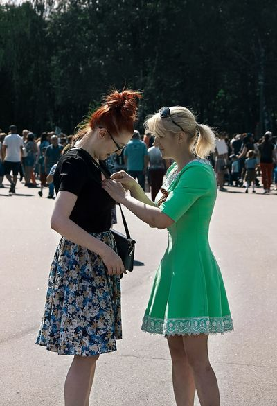 No my photo 9 мая Sisters Clothing Togetherness Emotion Day People Love Green Color Nature Casual Clothing Enjoyment Sunlight Rear View