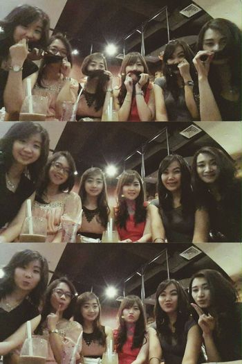 Pretty girlsss.. in pretty time & pretty perfect place to hang out,,😘🙆😎👭 ExcelsoTheParkMallSolo Coffee ☕ Saturdaynight Girlstime  Afterweddingparty 21November Relaxing Funny Hillarious Happy Grateful 👸👼