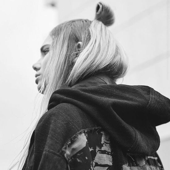 Streetstyle Urbanstyle Street Fashion Urban Fashion Fashion Model Aesthetics Gorgeous Fashion Photography Photography Long Hair Natrual Beauty  Natrualbeauty B&w Photography B&w Blonde Hair Longhair Hairstyle