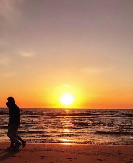 Dur! Bekle. . .gitme! 🦋 Sunset Sea Beach Beauty In Nature Real People Water Uzaklar Gurbet Elazığ The Hague Holland Turkey Sun EyeEmNewHere Happy People