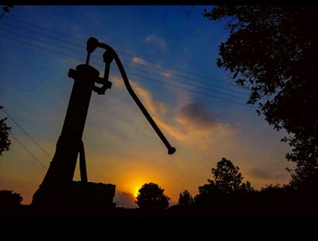 Silhouette Sunset Sky Cloud - Sky No People Oil Pump Outdoors Industry Day Drilling Rig Brilliant Moments Beauty In Nature Change The Way Forward Landscape Lifestyles Telling Stories Differently TuesdayVibes Nature Freshness Backgrounds Sunlight Balance 43 Golden Moments Scenics
