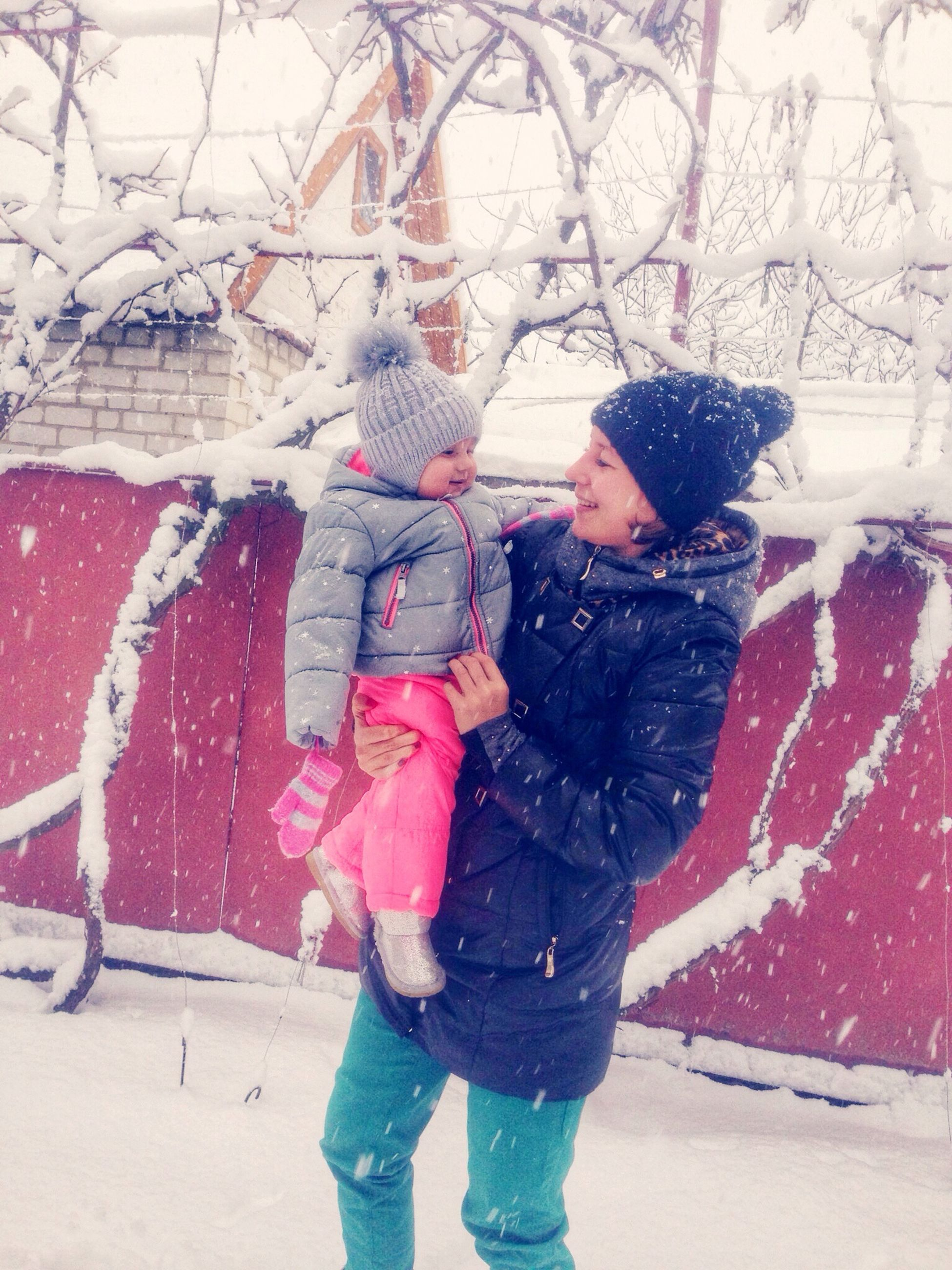 lifestyles, winter, leisure activity, casual clothing, cold temperature, full length, season, snow, standing, warm clothing, holding, person, childhood, girls, three quarter length, front view, weather