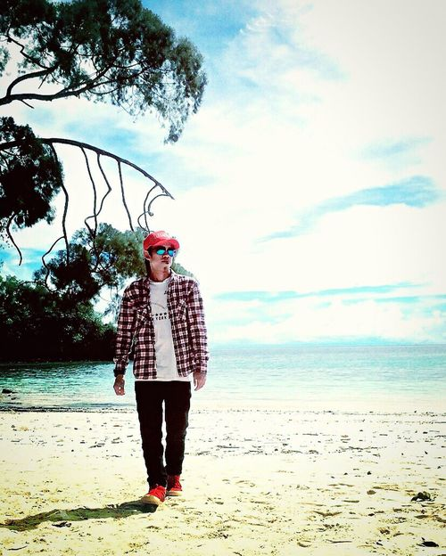 Walking on the white sand. 🚶🏻 Hello World That's Me Check This Out Taking Photos Relaxing Style Fashion Holiday Nature Adventure Traveling Trip Beachphotography Travel Photography The Journey Is The Destination Fashion Photography Visitindonesia Exploreindonesia Kolakautara Sulawesitenggara Cheese!
