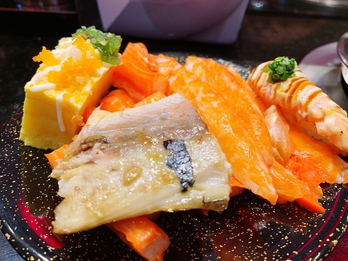 Sushi Food Food And Drink Freshness Healthy Eating Ready-to-eat Wellbeing Plate Asian Food Japanese Food Indoors  No People Serving Size Salmon - Seafood Fish Indulgence Seafood High Angle View Still Life Close-up SLICE EyeEmNewHere