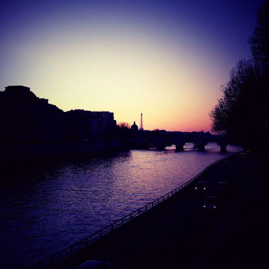 Paris goes to sleep. iPhone 4S in Paris Paris Goes To Sleep. IPhone 4S