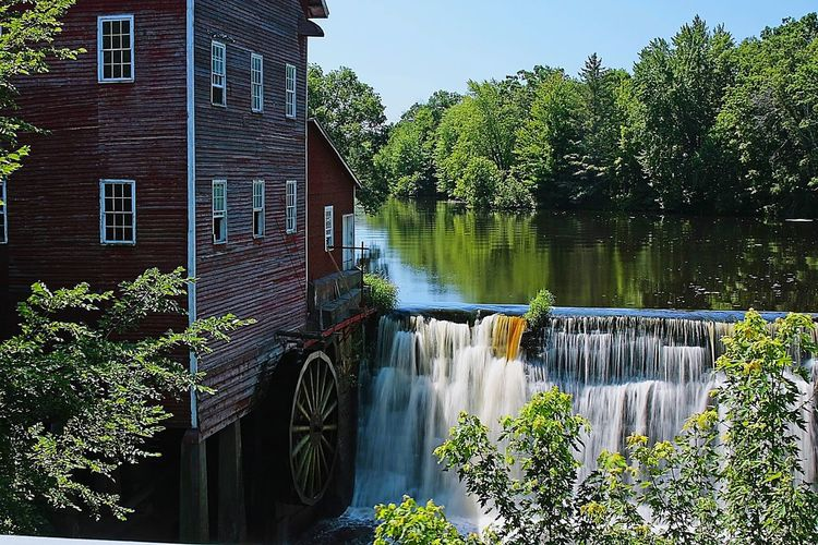 Old Mill  Water Wheel Riverbank Old Flour Mill The Great Outdoors - 2016 EyeEm Awards Reflections Water Reflections Waterfall Red Nature_collection Peaceful Watermill Water Mill Old Watermill  Waterwheel Riverscape Rivers Riverside Photography River Life Antique Mill Eyeem Collection Wisconsin