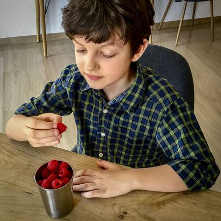 One boy eating raspberries - food stories, not just for drink. Berries Eating Frambuesa Raspberries Bowl Childhood Day Food Food Stories Freshness Fruit Furniture Healthy Eating Healthy Food Human Hand Living Room One Boy One Boy Only One Person Real People Sitting Super Food Table Wooden This Is My Skin