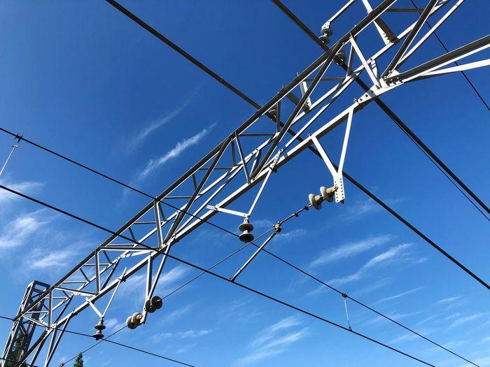 いい天気☀️ 今日から今までと逆のホームに乗る。 Sky Low Angle View Blue No People Nature Cable Day