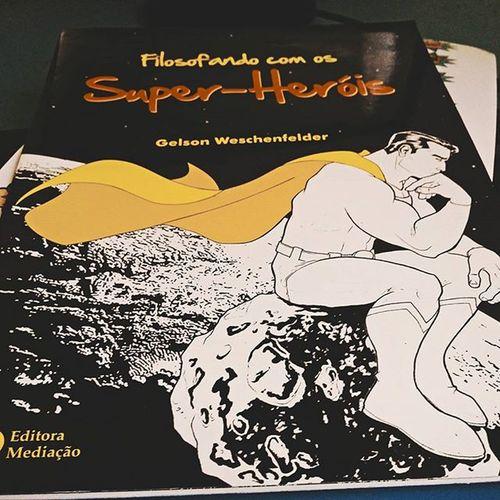 Q livro lindo!! 😍😍 E ainda vem em formato de comics. Filosofía Superheróis Comics Estudo Sociologia Geek Nerd