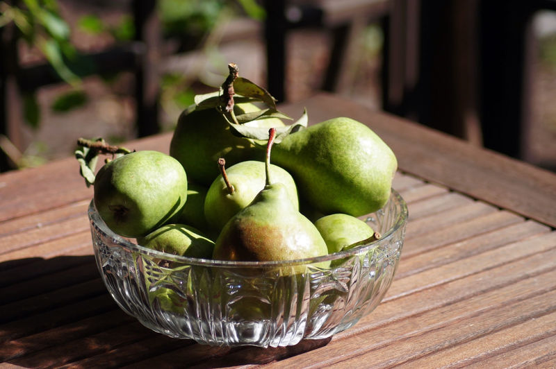 Fresh pears in the bowl Apple Apple - Fruit Basket Bowl Close-up Container Day Focus On Foreground Food Food And Drink Freshness Fruit Granny Smith Apple Green Color Healthy Eating No People Still Life Table Wellbeing Wood - Material