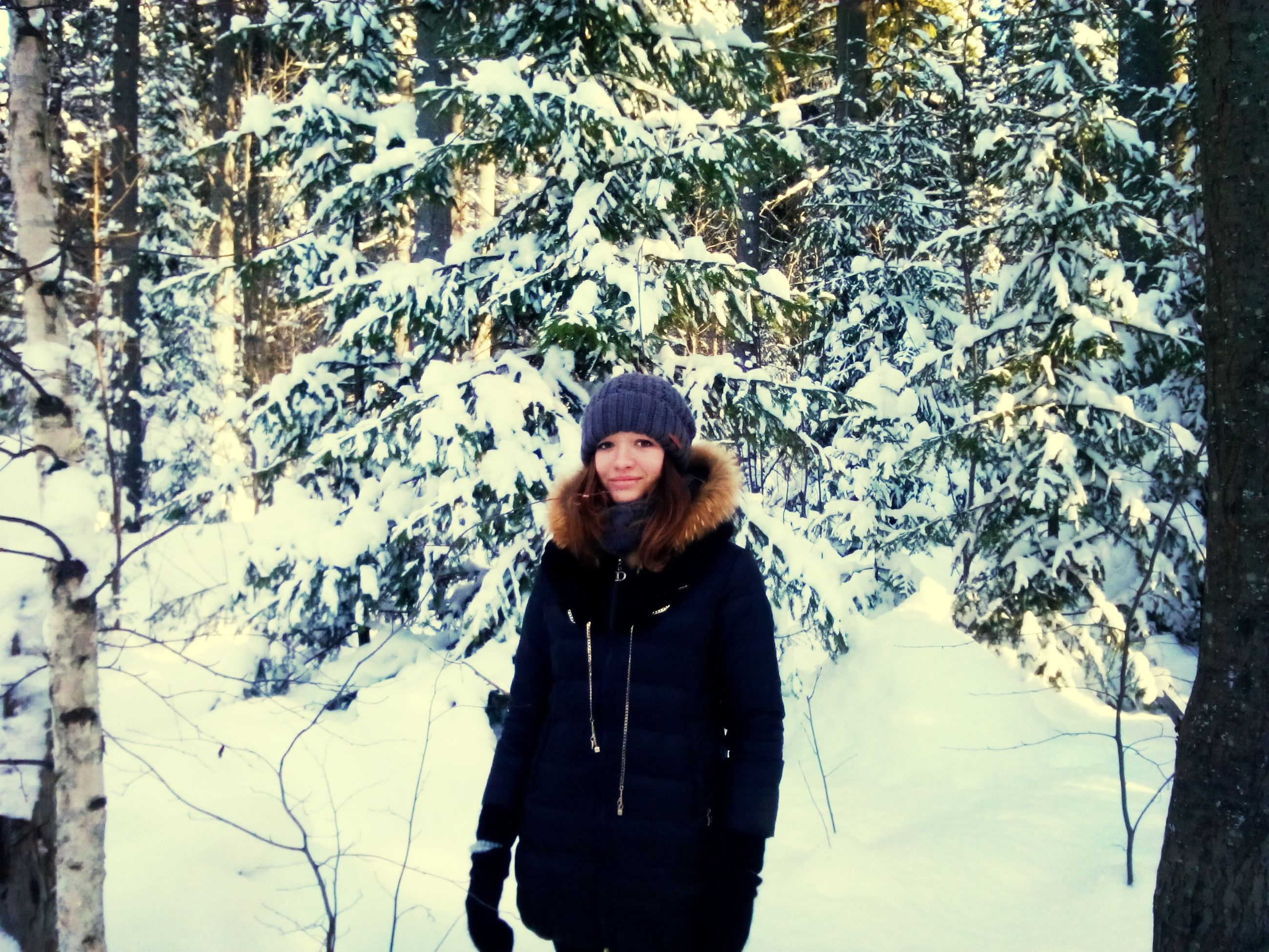 young adult, lifestyles, person, standing, leisure activity, casual clothing, young women, front view, looking at camera, waist up, portrait, three quarter length, long hair, smiling, warm clothing, winter, day