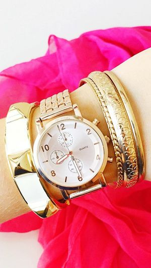 BeaUtiful WIth WatcH Time Puntual
