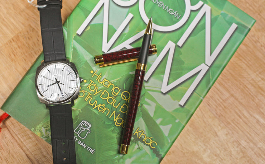 Book Time Clock Green Color Watch Indoors  Wristwatch Accuracy Instrument Of Time Close-up Wood - Material Minute Hand Still Life No People Number Table High Angle View Hour Hand Pattern Clock Face Personal Accessory Pen Product Photography