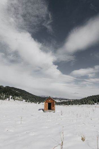 EyeEm Selects Snow Winter Built Structure Architecture Cold Temperature Sky Weather No People Nature Tranquility House Building Exterior Outdoors Day Landscape Cloud - Sky Beauty In Nature Scenics