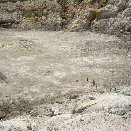 Спускаемся в жерло вулкана вулканнисирос вулкан жерловулкана Voulcano Greece