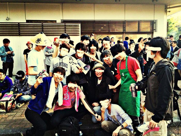 武道館 周りのヲタクと集合写真。本当に悪そうだけど、内面は本当に良い人達。いつもお世話になってます。