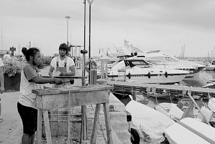 Numana foto estive .. Al porto una ragazza toglie granchi dalle reti Sun Tadaa Conero Numana Tadaa Community EyeEm Sky Eye4photography  Italy Summer