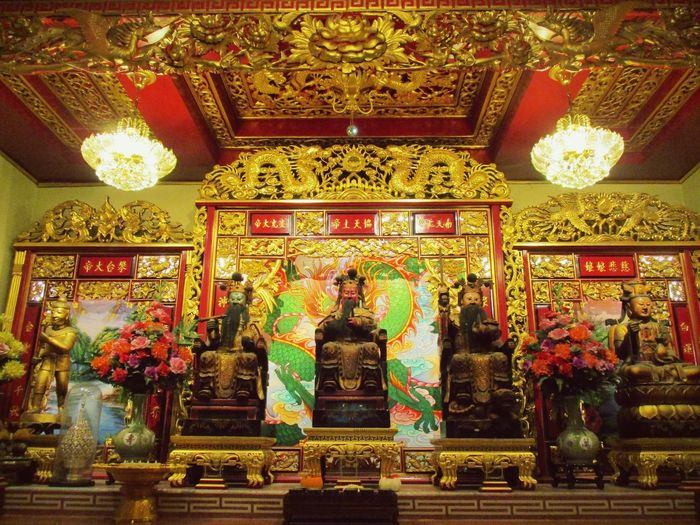 Indoors  Gold Colored Gold Arts Culture And Entertainment Architecture Statue Illuminated No People Luxury King - Royal Person Day Asian Culture