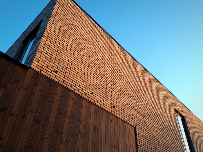 Building Built Structure Contrasting Architecture Contrasting Textures Parallel Lines Contrast Building Material Building Materials Materials Blue Sky Wood Thermowood Wood - Material Brick Building Bricks Brick Wall Brick NewHome Home Newhouse City Clear Sky Triangle Shape Modern Sky Architecture Building Exterior