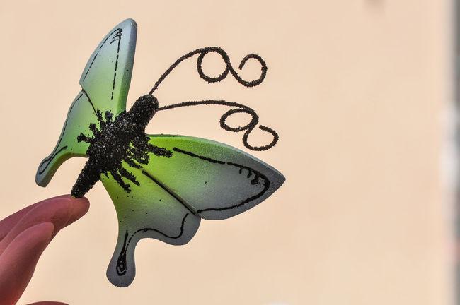 Mariposa en Fallas Elda Fallas Falla Hoguera Hogueras Carton Paperboard Madera Wood Wood - Material Fiestas Tradicionales Holydays Hand Insect Animal Wing Butterfly - Insect Butterfly Finger Creativity Mariposa Dedo Wings