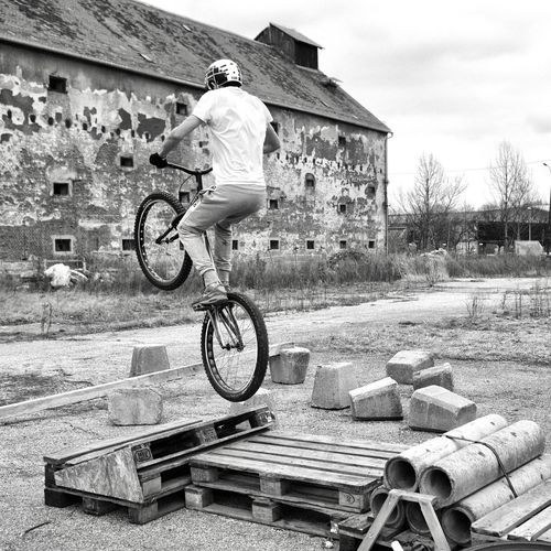 Bike Trial Eyeem Marketplace Eyeem Market BMX ❤ Activity Bicycle Building Exterior Built Structure City Courage Day Driving My Bike Full Length Leisure Activity Men One Person Outdoors People Performance Real People Sky Sport Stunt Trial
