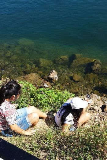 our struggle to see and touch the water😂 taken by mom👩🏻 Lake Lake Toba Family EyeEm Nature Lover EyeEm Indonesia