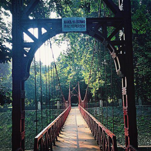 Jembatan merah Razhar Bogor