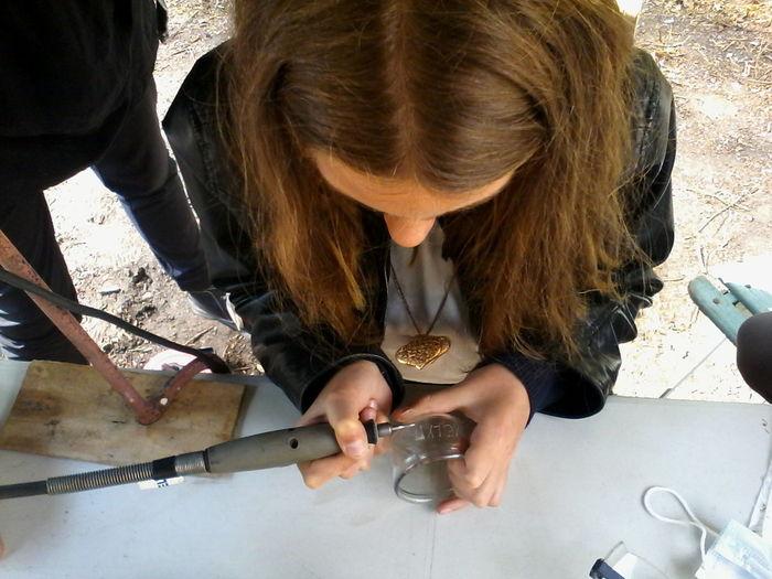 Initiation à la gravure sur verre, dessin, etc... Les ateliers créatifs c'est tous les samedis :) Portes ouvertes tous les week-end à L'atelier du Rouloir en face de la Gare /-) http://collectif.gare-de-conches.org/enervements GardeConches