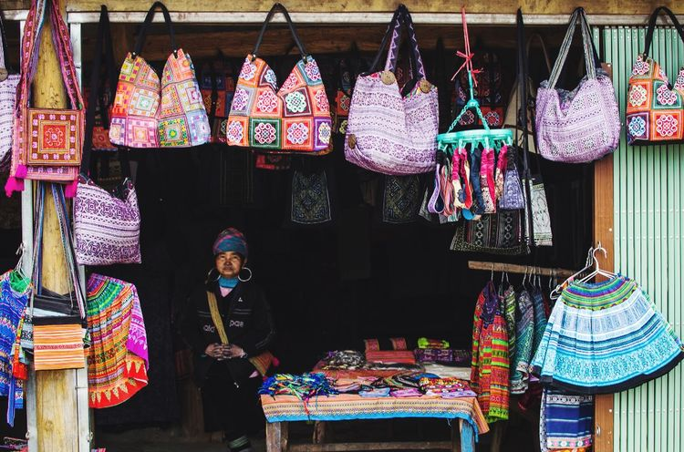 Local artist with her weaving bags Art Is Life Women Bag Totem Art Tradtional Dresss Traditional Culture Artist Art And Craft The Street Photographer - 2018 EyeEm Awards