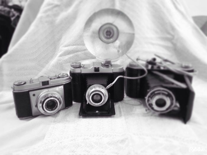 Picture of old/vintage cameras ?