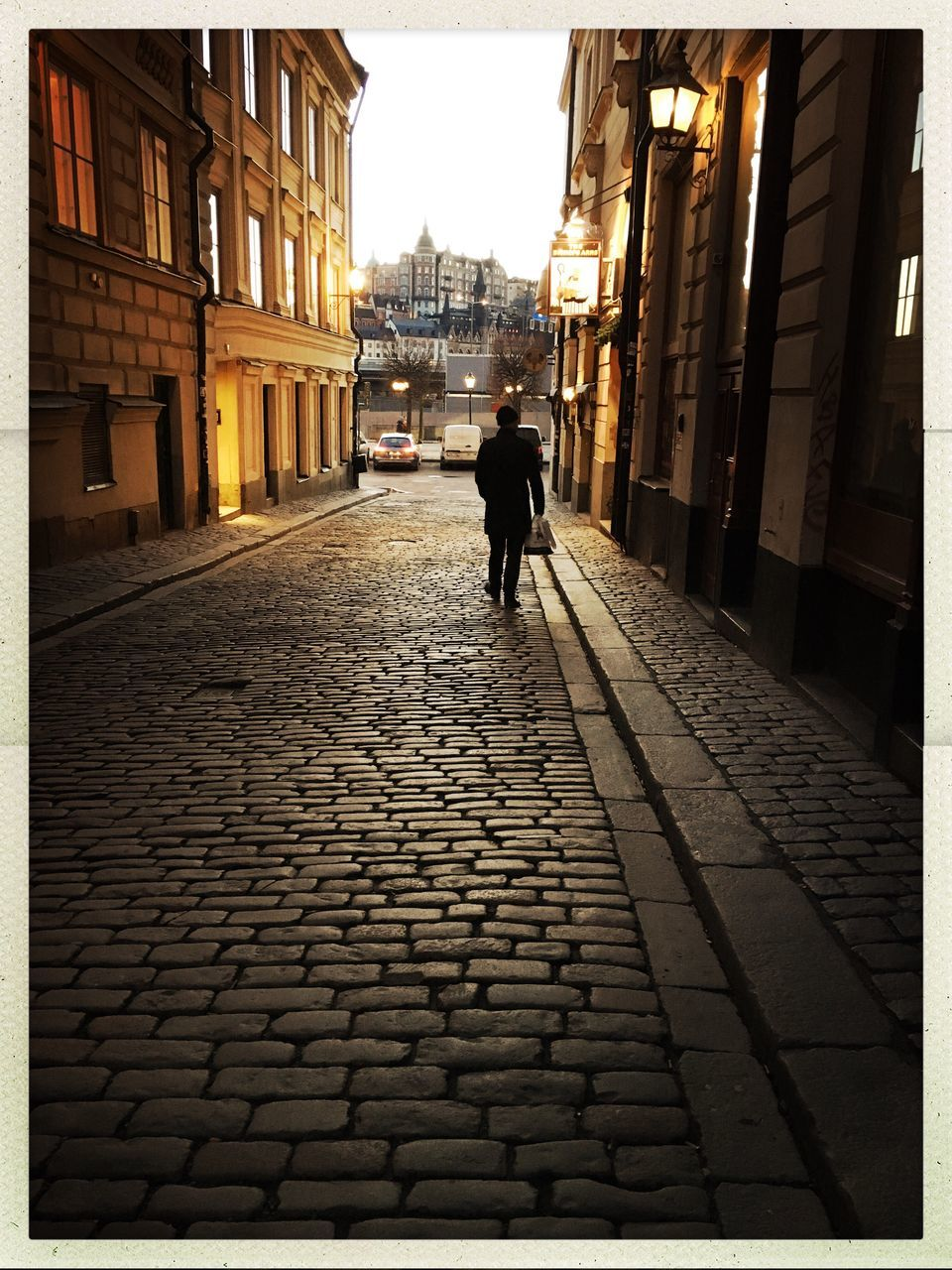 architecture, built structure, building exterior, full length, real people, cobblestone, walking, one person, men, the way forward, outdoors, city, day, adult, people