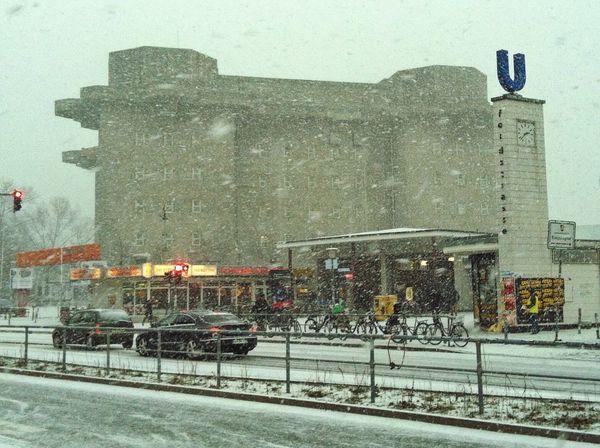 Hamburg Schneeschanze Schanzenviertel Schnee Snow Snowing Waiting For The Bus Cold Winter ❄⛄ Jopesfotos - Urban