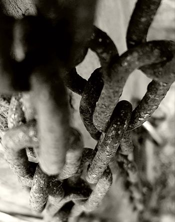 No People Close-up Day Black And White Photography Metal Work Rusty Chain Links