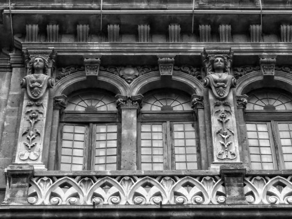 EyeEmNewHere Architecture Building Exterior Built Structure Day Outdoors Ornate Arch No People History Window Bas Relief Low Angle View Sculpture Close-up