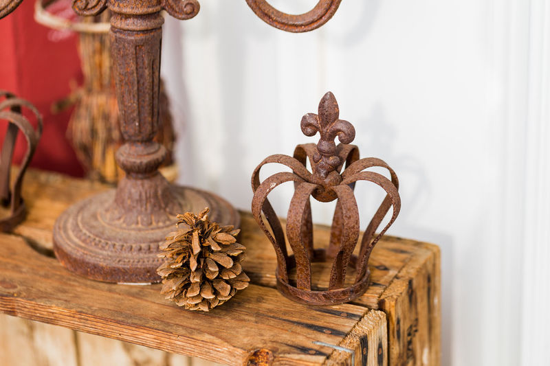 Candle Holder Crown Fir Cone Interior Decorating Rust Wood Brown Close-up Crownroyal Decoration Decorations Design Focus On Foreground Interior Interior Design No People Rusty Wood - Material