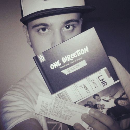 12 días. Onedirection @onedirection Directionerboy Takemehometour Tmht 1D onedirection live tumblr swagg cap vans boy ticket