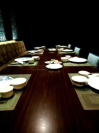 Table Plate Place Setting Dining Table Dining Room Indoors  Chair Restaurant Dinner No People Hotel Luxury Neat Fork Tablecloth Arrangement Buffet Furniture Napkin Luxury Hotel Food And Drink Oneplus3 Oneplus Food Ready-to-eat