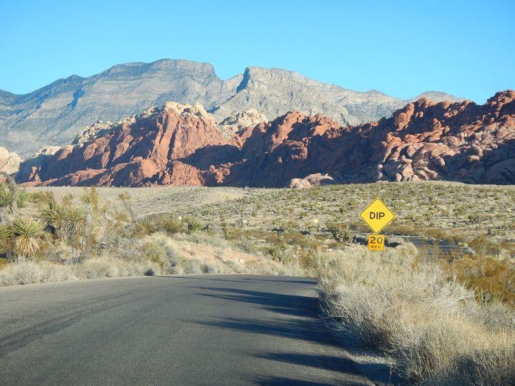 Red Rock Canyon Road Dip Empty Road Nevada Las Vegas Scenery Shots Natural Scenery