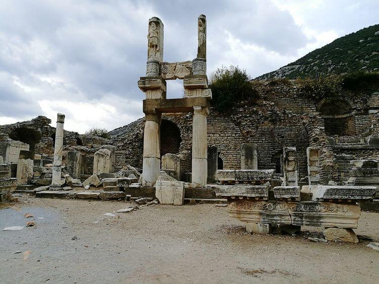 Tempel Of Domitian Helenistik Greek History Ephesus - Turkey Exciting Turkey Roman History Ephesus Ruins Ephesus Amazing View